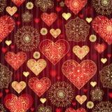 Dunkles Valentinsgrußmuster mit glänzenden Rot- und Goldweinleseherzen Stockfotos
