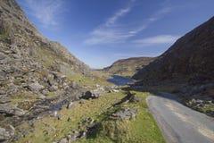 dunloe przerwy wiodąca lreland góry droga Fotografia Royalty Free