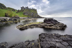 Dunluce城堡一个著名爱尔兰地标 库存照片