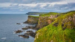 Dunluce kasztel, okręg administracyjny Antrim, Irlandia zdjęcie royalty free