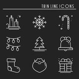 Dunne geplaatste de lijnpictogrammen van de Kerstmisvakantie Het overzichtsinzameling van de nieuwjaarviering De basiselementen v royalty-vrije illustratie