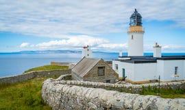 Dunnet在Caithness朝向灯塔,苏格兰的北海岸的,大英国的大陆的最北方的点 库存图片