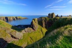 Dunnottar城堡有蓝天背景 库存图片