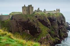 Dunnottar城堡海角侧视图 免版税库存照片