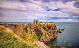 Средневековый замок Dunnottar крепости & x28; Aberdeenshire, Scotland& x29; стоковая фотография rf