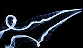 Dunst: Vit rökabstraktion på svart royaltyfri fotografi
