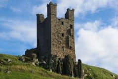 Dunstanburgh slotttorn Arkivfoton