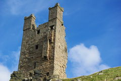 Dunstanburgh slotttorn Royaltyfria Bilder