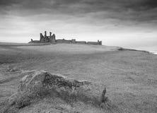 Dunstanburghkasteel van het Zuiden stock foto