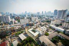 Dunstige Ansicht des Ratchathewi-Bezirkes, in Bangkok, Thailand Lizenzfreies Stockfoto