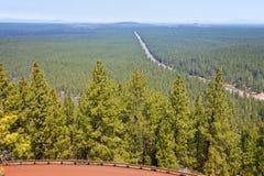Dunstige Ansicht des Weges 97 Nord von Lava Butte ODER Stockfotografie