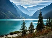 Dunstiger später Nachmittag Lake Louise stockfoto