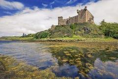 Dunvegan slott på islen av Skye, Skottland Royaltyfri Bild