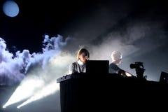 Duo minimal et expérimental de Kiasmos de techno de concert au festival de sonar images libres de droits
