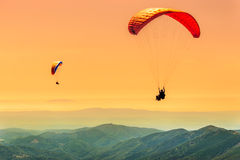 Duo paragliding flight royalty free stock photos