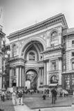 Duomo аркады Vittorio Emanuele II Galleria смотря на в милане, Ital Стоковые Фото
