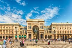 Duomo аркады Vittorio Emanuele II Galleria смотря на в милане, Ital Стоковая Фотография RF