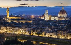 Duomo Флоренса освещает вверх на ноче Стоковое Изображение