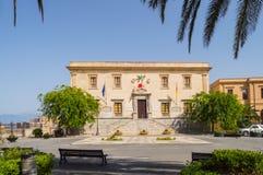 Duomo carré dans la ville des terminus Imerese avec le h municipal Photographie stock libre de droits