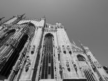 Duomo (cattedrale di significato) a Milano, in bianco e nero Fotografia Stock