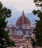 Duomo de IL a través de los árboles Fotos de archivo