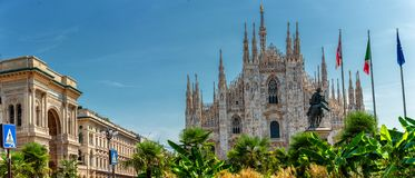 Duomo della piazza di Milano con la cattedrale fotografie stock