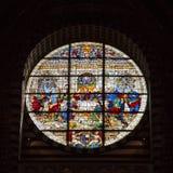 Duomo di Diena målat glassfönster Arkivfoto