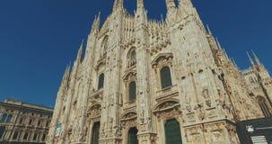 Duomo-Di Mailand, Mailand, Italien - 10. Oktober 2017: Flugkamerastabilisator Milan Cathedral Duomo di Milano, Duomo-Quadrat stock video footage