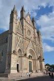 Duomo di Orvieto en Ombrie avec le beau ciel photos libres de droits
