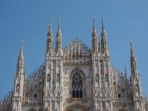 Duomo die (Kathedraal betekenen) in Milaan stock fotografie
