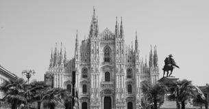 Duomo die (Kathedraal betekenen) in zwart-wit Milaan, stock fotografie