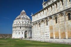 Duomo en Baptistery in Pisa stock foto