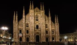 Duomo en la noche iluminada foto de archivo libre de regalías