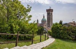 Duomo en toren van Lonato del Garda stock fotografie