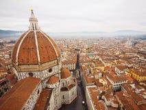 Duomo Florence på dimmig dag Arkivfoton