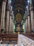 Duomo que visita de la gente de Milán Fotos de archivo