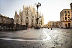 Duomo, rynek w Mediolańskim ranku po tym jak deszcz, Lombardy Włochy zdjęcie stock