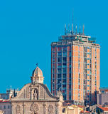 Duomo und Wolkenkratzer Lizenzfreie Stockfotografie