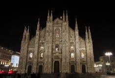 Duomodi Milaan bij nacht stock foto's