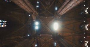 DUOMODI MILANO, MILAN, ITALIEN - 10 OKTOBER 2017: Inre och yttersida inom templet i Milan Milan Cathedral Duomo di arkivfilmer