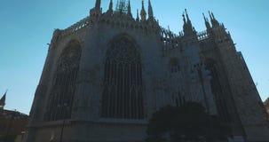 DuomoDi Milano, Milan, Italien - 10 Oktober 2017: Time-schackningsperiod Flygkamera omkring Milan Cathedral Duomo di Milano Duomo arkivfilmer