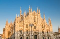 DuomodiMilano domkyrka på den Piazza del Duomo fyrkanten, Milan, Italien fotografering för bildbyråer