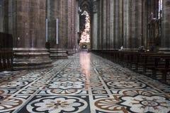 Duomodomkyrka i Milan, detalj av det dekorerade golvet arkivfoton