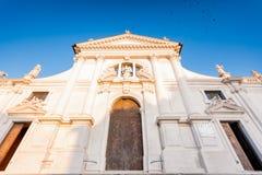 Duomoen av San Daniele del Friuli, Udine Italien royaltyfria foton