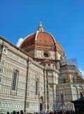 Duomoen, Florence, med materialet till byggnadsställning för underhållsarbete royaltyfri foto