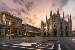 Duomovierkant van Milaan met galleriavittorio Emanuele stock foto's