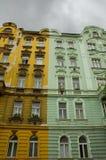 Duotone geschilderde gebouwen Stock Foto