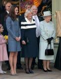Duquesa de Cornualles, reina Elizabeth II, duquesa de Cambridge Imagen de archivo