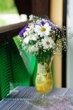 Durée toujours avec des fleurs image stock