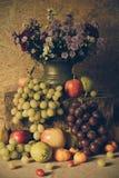 Durée toujours avec des fruits Images stock